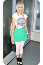 Seppälä skirt - batty print GINA TRICOT socks - GINA TRICOT belt