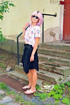 white furby print H&M t-shirt - black Sheinside sunglasses - black thrifted belt