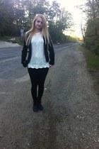 white blouse - black New Yorker boots - black New Yorker leggings - Eponge purse