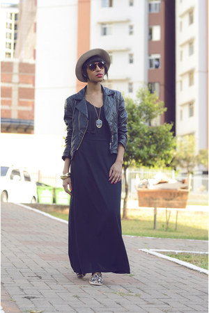 black fashion skirt - camel velvet hat