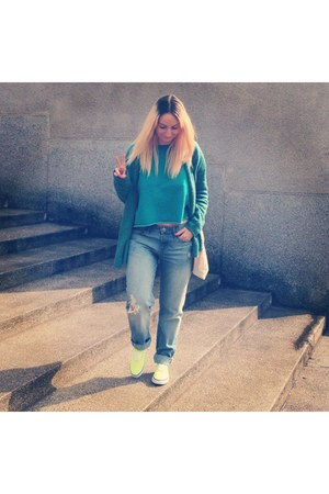 light blue boyfriend jeans H&M jeans - vans snickers shoes