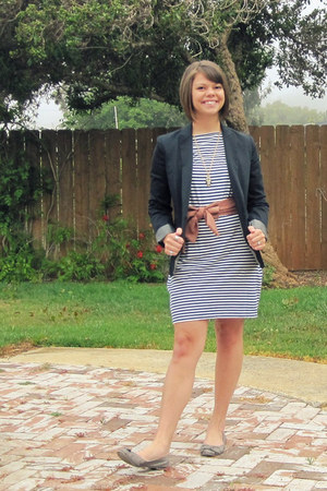 navy striped Old Navy dress - navy navy boyfriend Kenneth Cole blazer - coral bo
