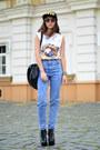 Black-choies-hat-black-choies-sunglasses-white-poppy-lovers-t-shirt