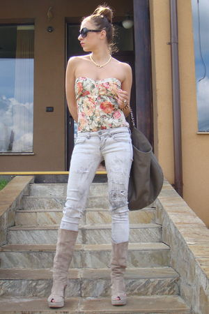pink Bershka flower print top - gray Bershka jeans - gray custom made boots - gr