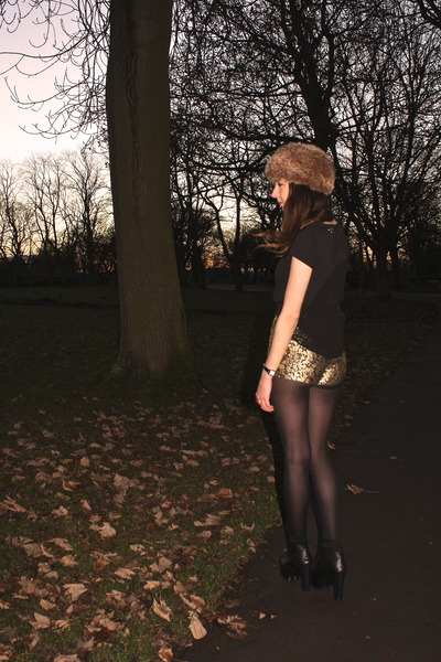 black OASAP top - gold metallic floral Topshop shorts
