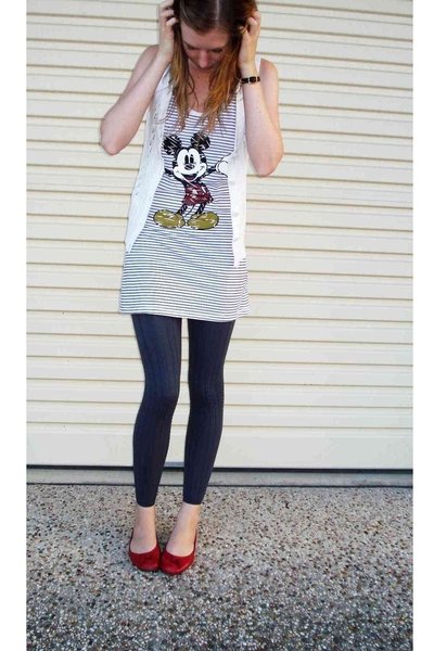 white Walt Disney dress - red shoes - gray ribbed Myer tights