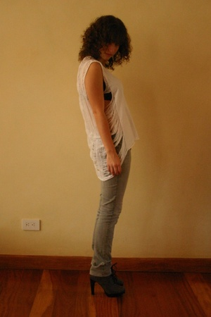 Hanes shirt - MNG jeans - shoes - Victorias Secret bra