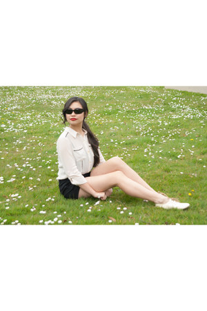 lace up oxfords born shoes - LoveCulture shorts - vintage sunglasses - top