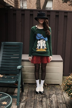 vintage sweater - black Zara shoes - black vintage hat - white the bay socks