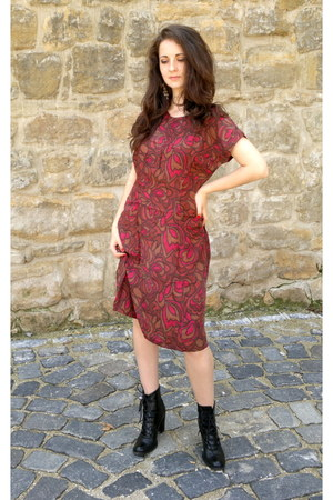 silk handmade dress - black leather Bienvenuti boots