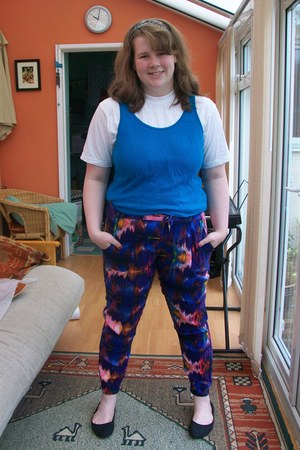 turquoise blue basic Gap vest - colorful Primark pants