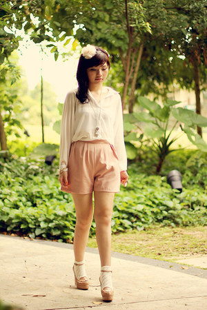 pink Editors Market shorts - white new look socks