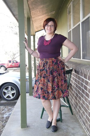 magenta paisley thrifted skirt - magenta fair trade Starfish project necklace