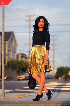 gold Elie Tahari skirt - messenger Clare Vivier bag