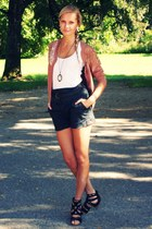 black Primark shorts - white H&M top - black Deichmann heels - pink H&M cardigan