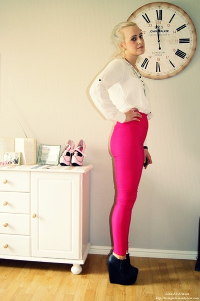 heels - shirt - tights
