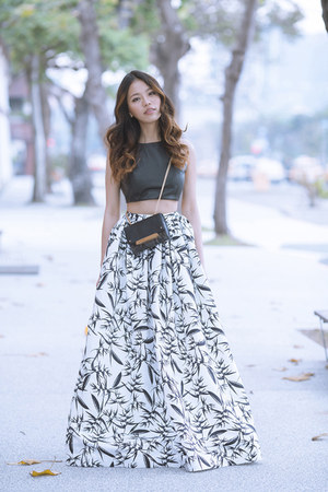 white maxi skirt aliceandolivia skirt - black cross body Club Monaco bag