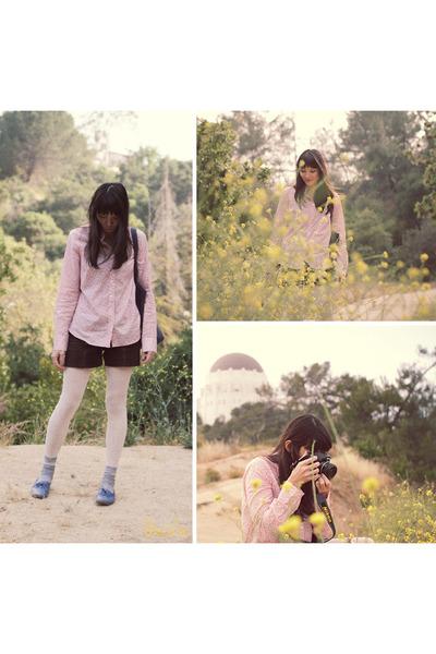 pink shirt - brown shorts - blue shoes