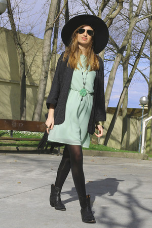 Zara dress - Bimba & Lola boots - Zara hat - Zara jacket