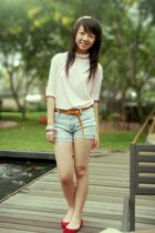 blue Zara shorts - red shoes - beige blouse - brown belt