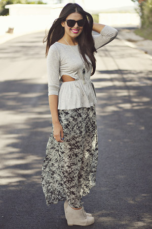 silver cut-outs kirra top - black Forever 21 skirt - heather gray wedges