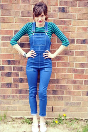 white t-strap flats vintage shoes - blue skinny overalls unknown jeans