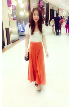 white H&M shirt - carrot orange unknown brand dress - black H&M flats