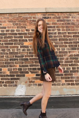crimson vintage boots - navy plaid vintage shirt - dark brown H&amp;M skirt