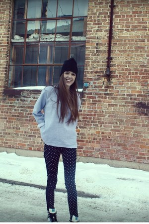 black polka pearl BDG jeans - black H&M hat - deep purple K-Swiss sneakers