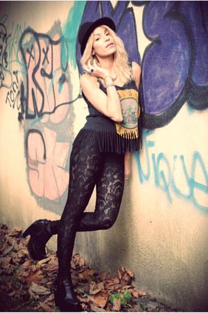 guns  roses H&M top - boots - black lace Topshop panties