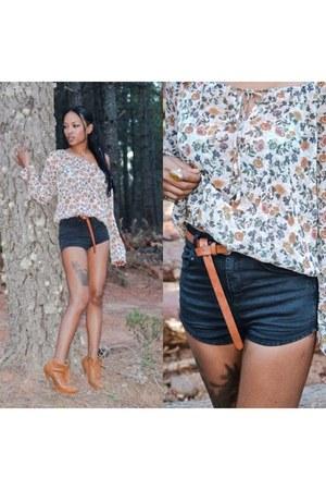 carrot orange Stradivarius boots - black Zara shorts