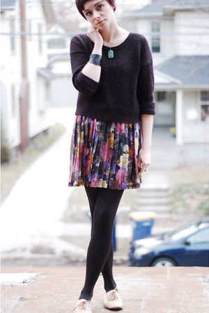 pink vintage skirt - tan Steve Madden shoes - black H&amp;M sweater