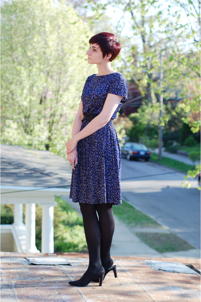 navy vintage dress - black vintage heels