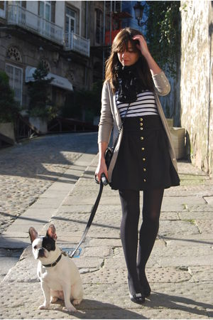 black H&M skirt - black bit shoes - white Zara t-shirt - beige Zara jacket - bla