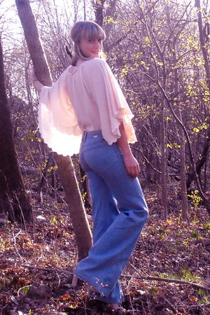 pink H&M garden collection blouse - blue dittos jeans - beige Nine West shoes -