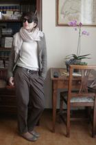 gold Zara shoes - brown Zara pants - brown united colors of benetton belt - whit