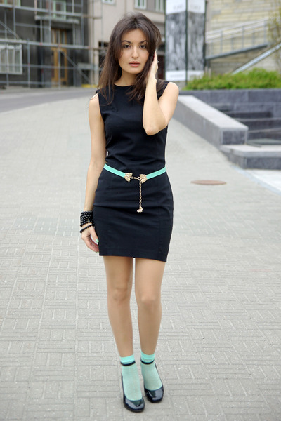 Black-zara-dress-aquamarine-monito-belt_400