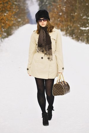 Louis Vuitton bag - beige Terranova coat - black faux fur New Yorker hat
