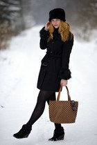 black Forever 21 coat - black faux fur New Yorker hat - Carpisa bag - wedges