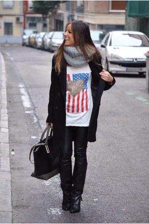 beige pluscuamperfecta t-shirt - black Mango boots - black Zara coat