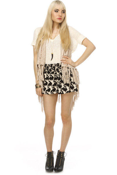 fringe knit LuLus vest - ankle Qupid Ophelia 01 boots - patterned LuLus shorts