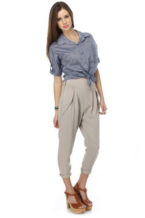 blue chambray LuLus blouse - beige peated LuLus pants