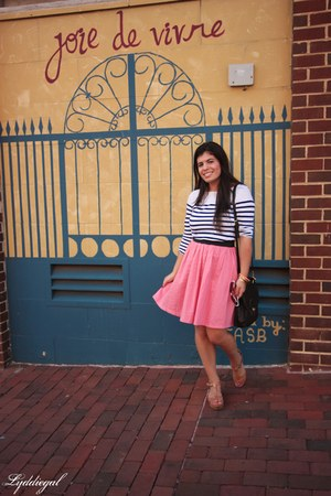 navy striped Old Navy top - black coach bag - brown Ciao Bella sandals