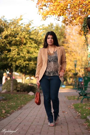 leopard TJMaxx top - me too shoes - kohls jeans - vintage blazer - Avon bag