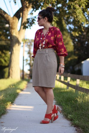 maroon tucker Target top - shorts - Betsey Johnson sunglasses