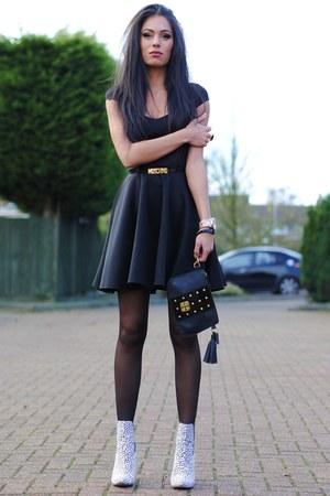 black Boohoo dress - white Primark boots - black baia bag - black Moschino belt
