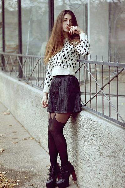 off white Boohoo sweater - black tights - black Bershka skirt - black heels