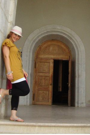 yellow Forever 21 top - white Target hat - Forever 21 leggings - pink Psyches Be