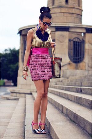 feather asos skirt - sam edelman sandals - vintage top