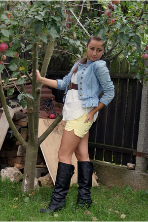 Bershka boots - denim jacket jacket - cotton shirt - shorts - leather belt - ear